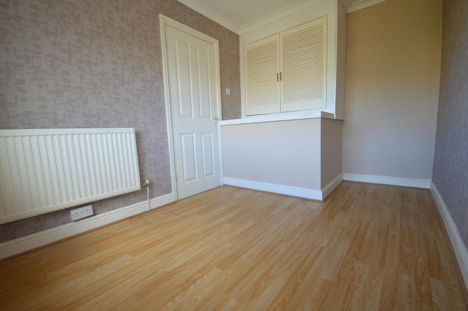 2 bed flat to rent in Glosters Parade 3