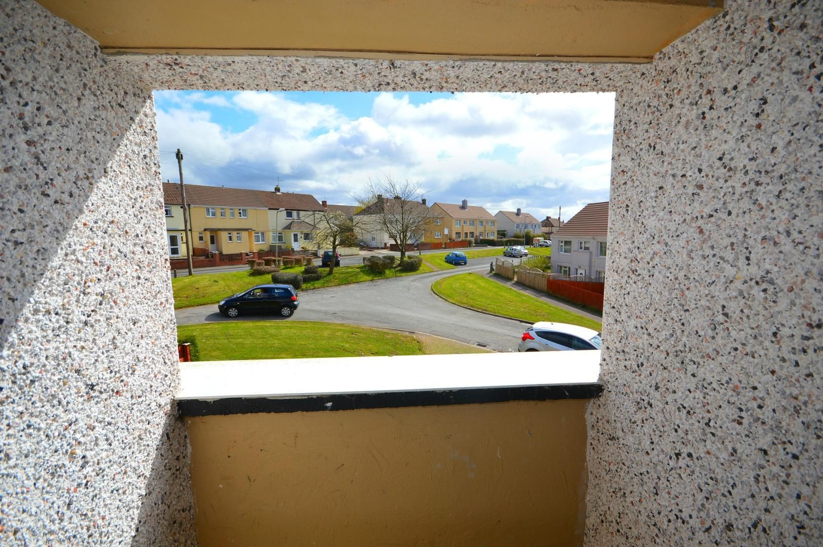 2 bed flat to rent in Glosters Parade 8