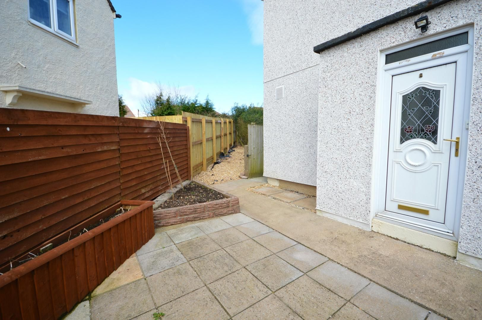 2 bed flat to rent in Glosters Parade 9