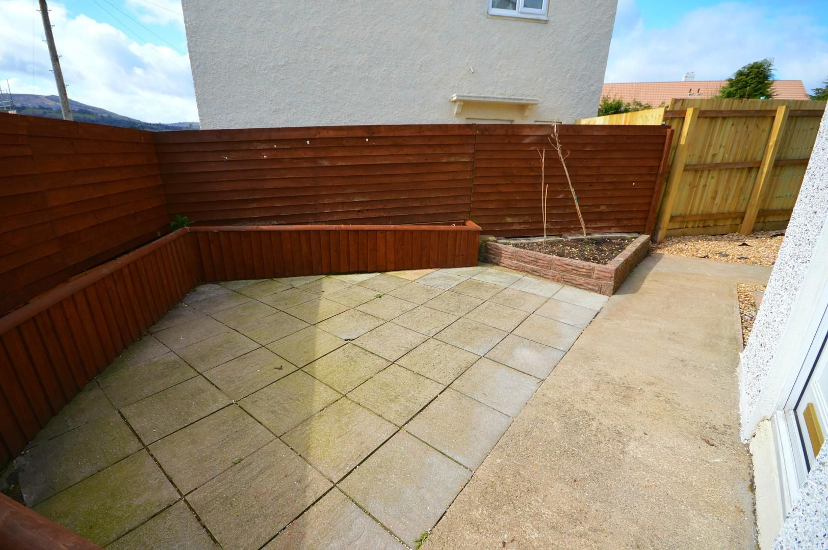 2 bed flat to rent in Glosters Parade 10