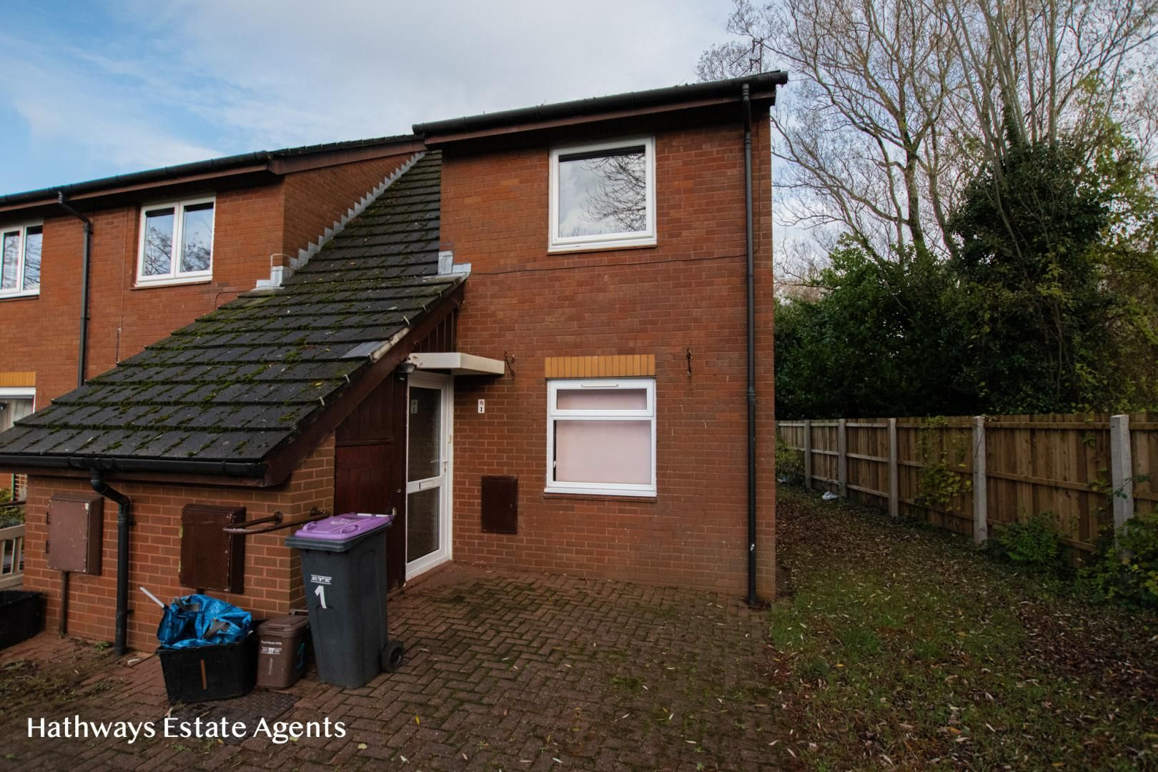 2 bed flat to rent in Oak Street, NP44
