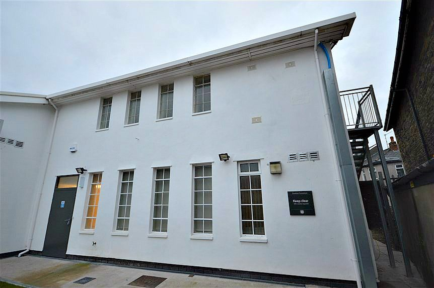 1 bed flat to rent in 28-32 Commercial Street, NP44