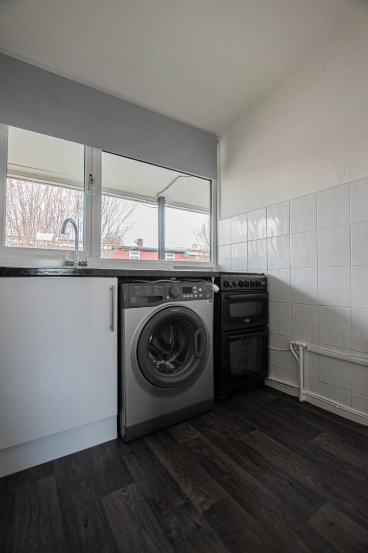 2 bed flat to rent in Porthmawr Road  - Property Image 9