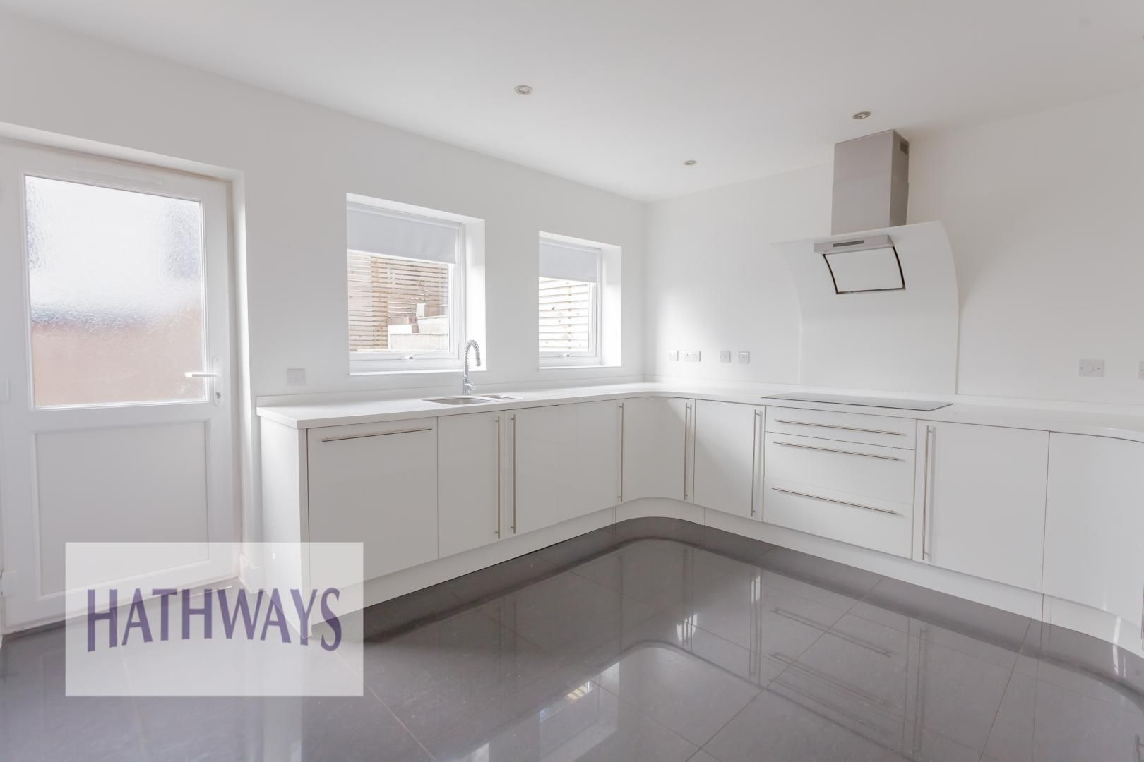 4 bed house for sale in Lodge Road 16
