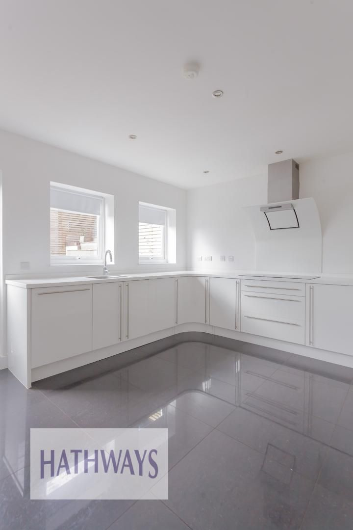 4 bed house for sale in Lodge Road 17
