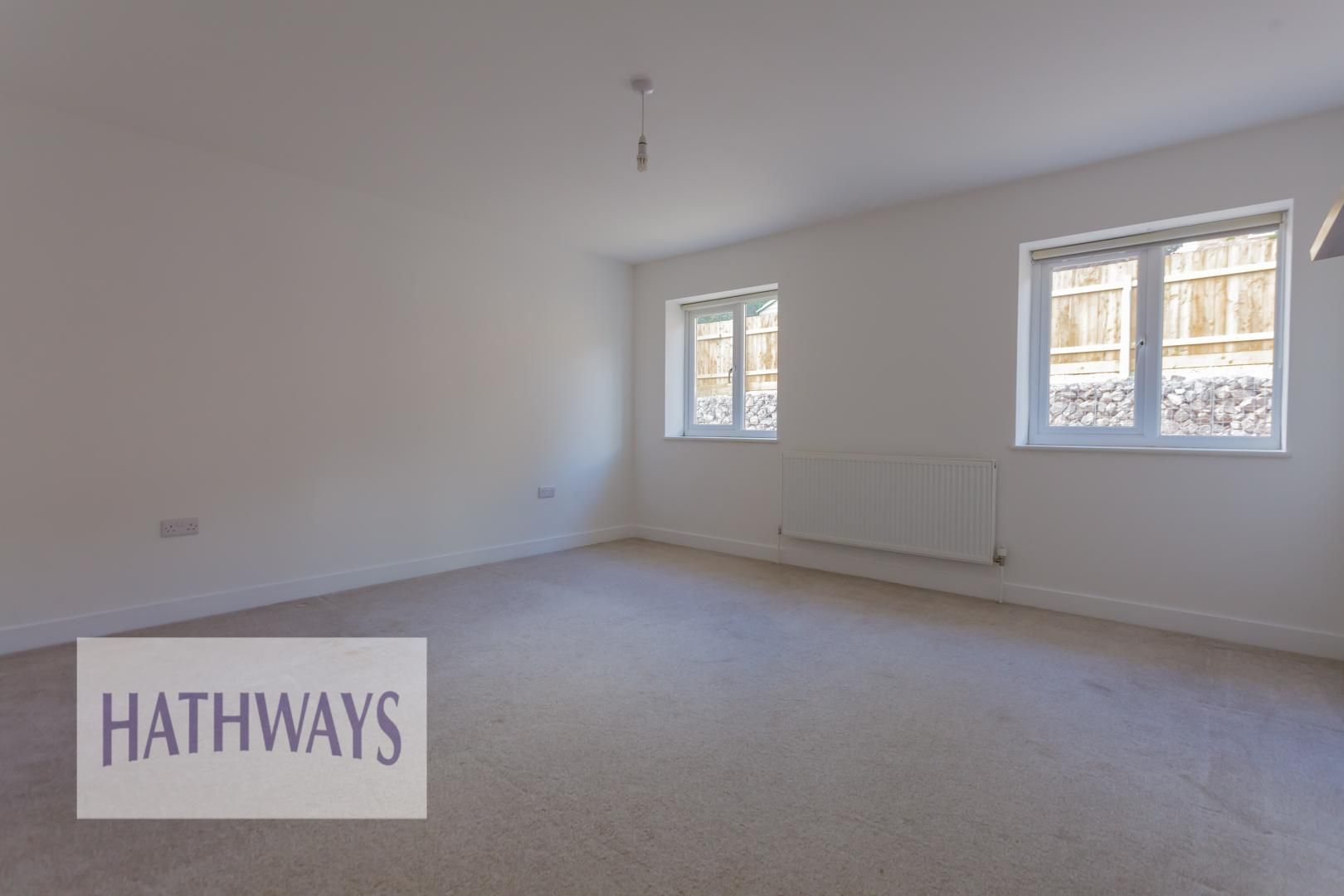 4 bed house for sale in Lodge Road 32