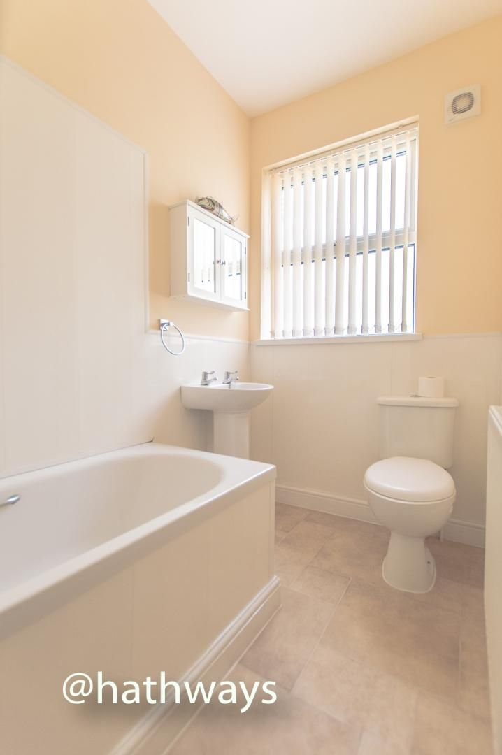 3 bed house for sale in Glenview 28