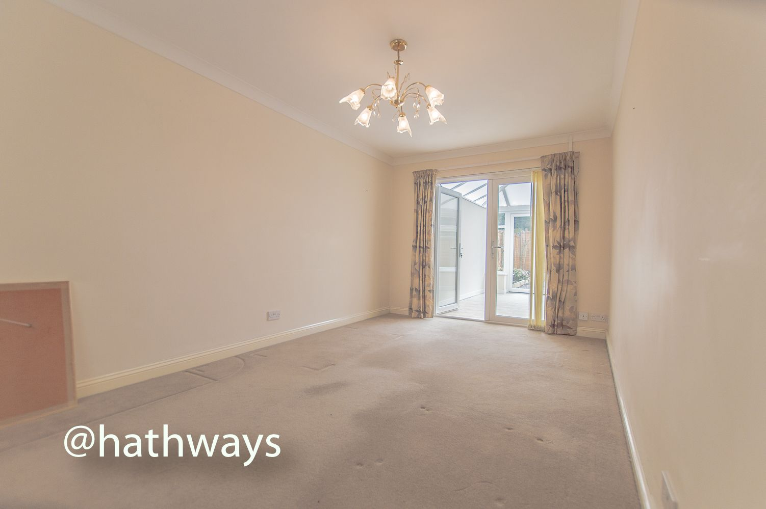 3 bed house to rent in Llewellyn Road  - Property Image 2