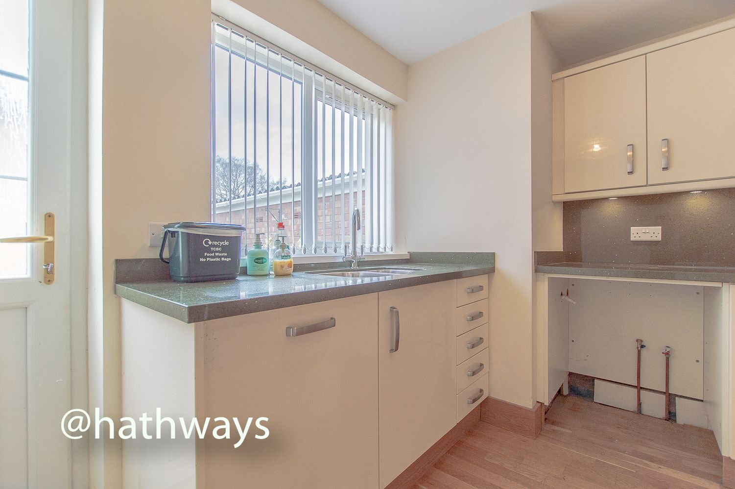 3 bed house to rent in Llewellyn Road  - Property Image 13