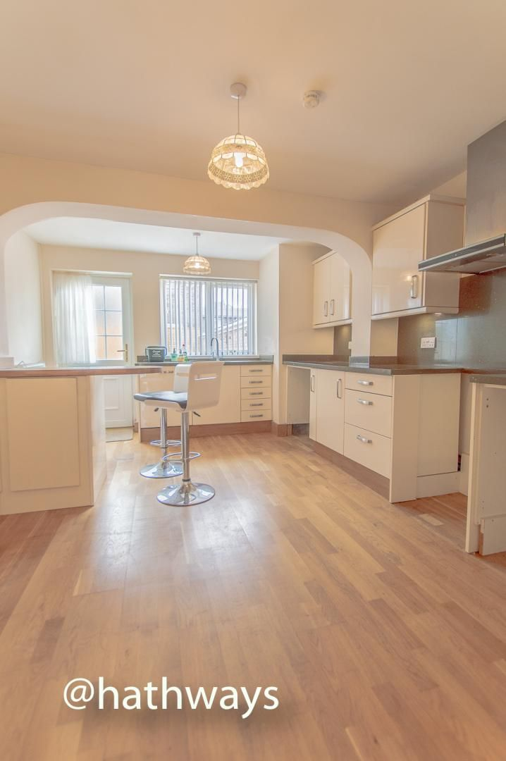 3 bed house to rent in Llewellyn Road 8