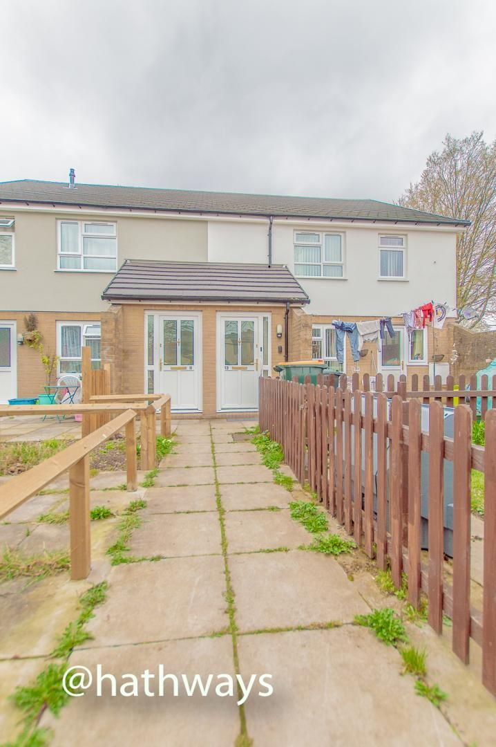 2 bed flat to rent in Malmesbury Close, NP20
