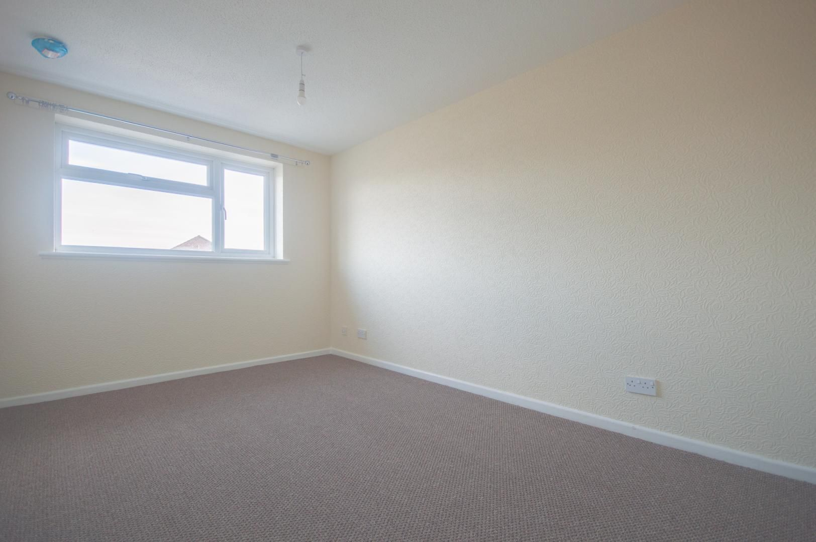 2 bed house to rent in Buxton Close 12