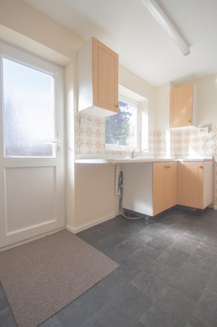 2 bed house to rent in Buxton Close 5