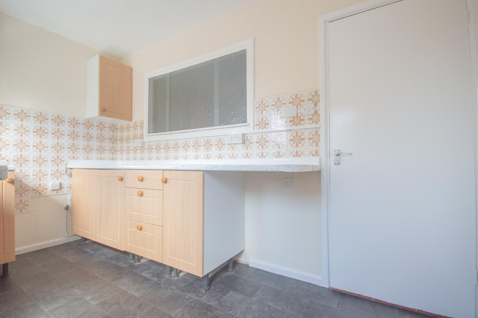 2 bed house to rent in Buxton Close 8