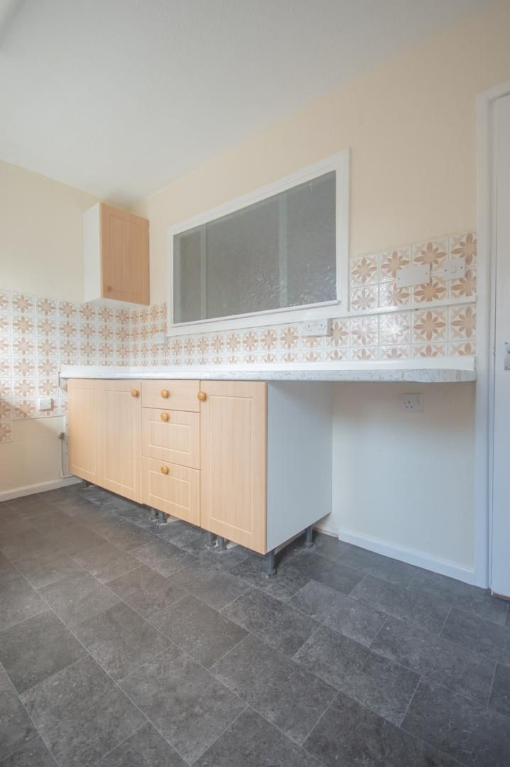 2 bed house to rent in Buxton Close 9