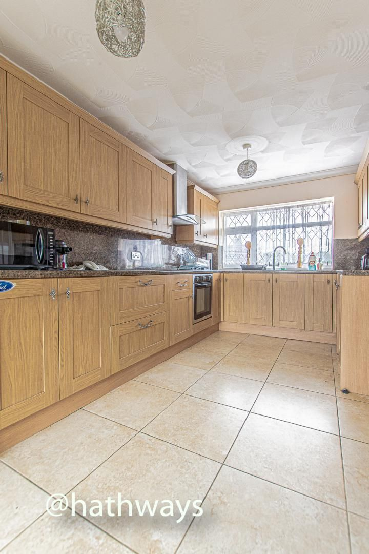 2 bed flat for sale in Cardigan Crescent  - Property Image 14