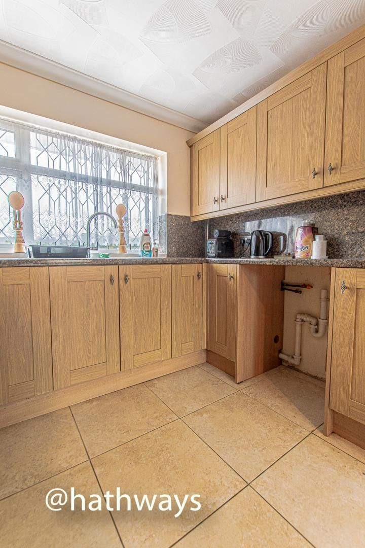 2 bed flat for sale in Cardigan Crescent 15