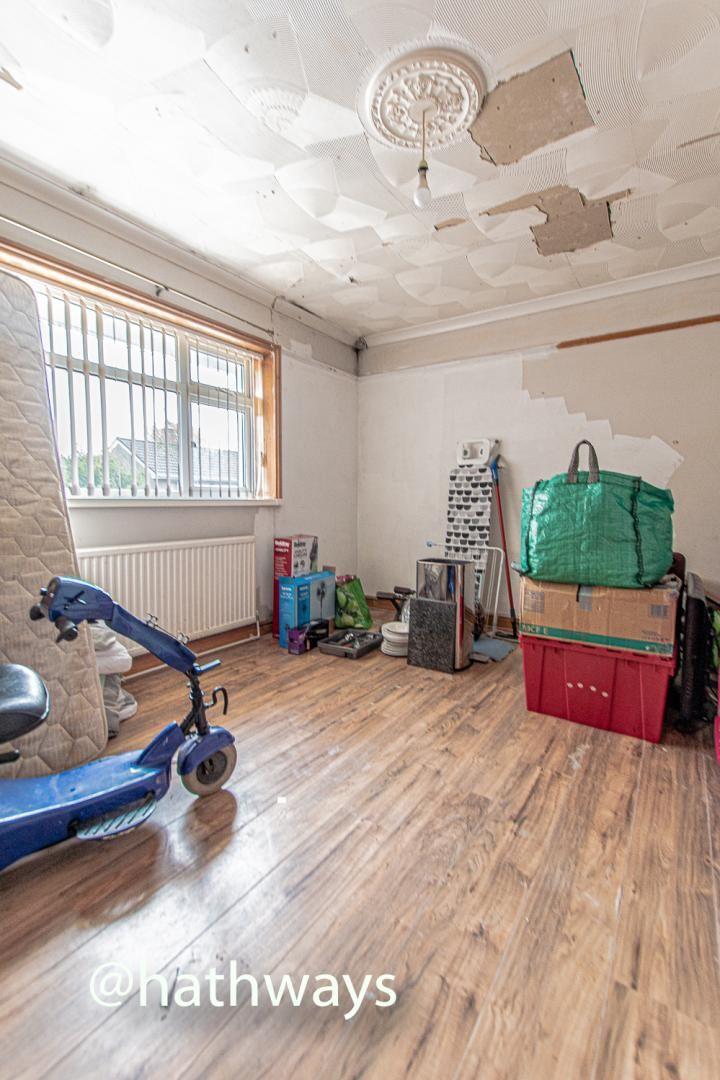 2 bed flat for sale in Cardigan Crescent  - Property Image 16