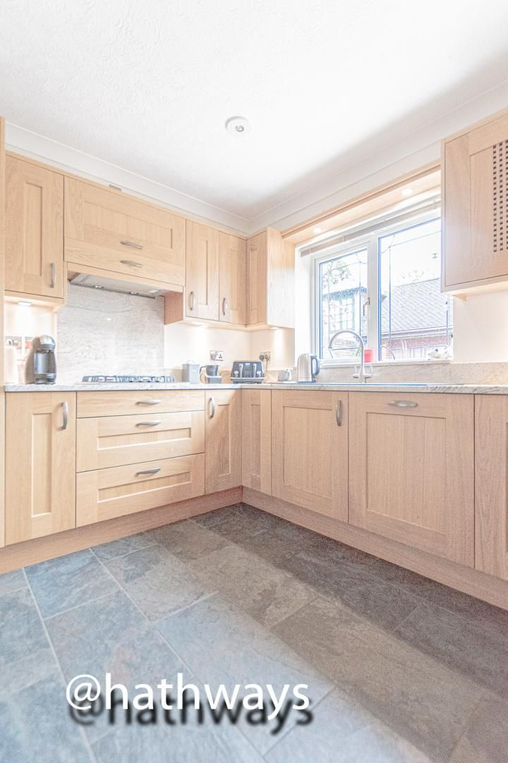 4 bed house for sale in Harpers Road 13