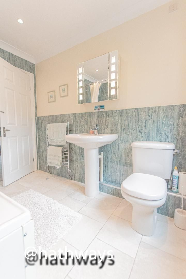 4 bed house for sale in Harpers Road 45