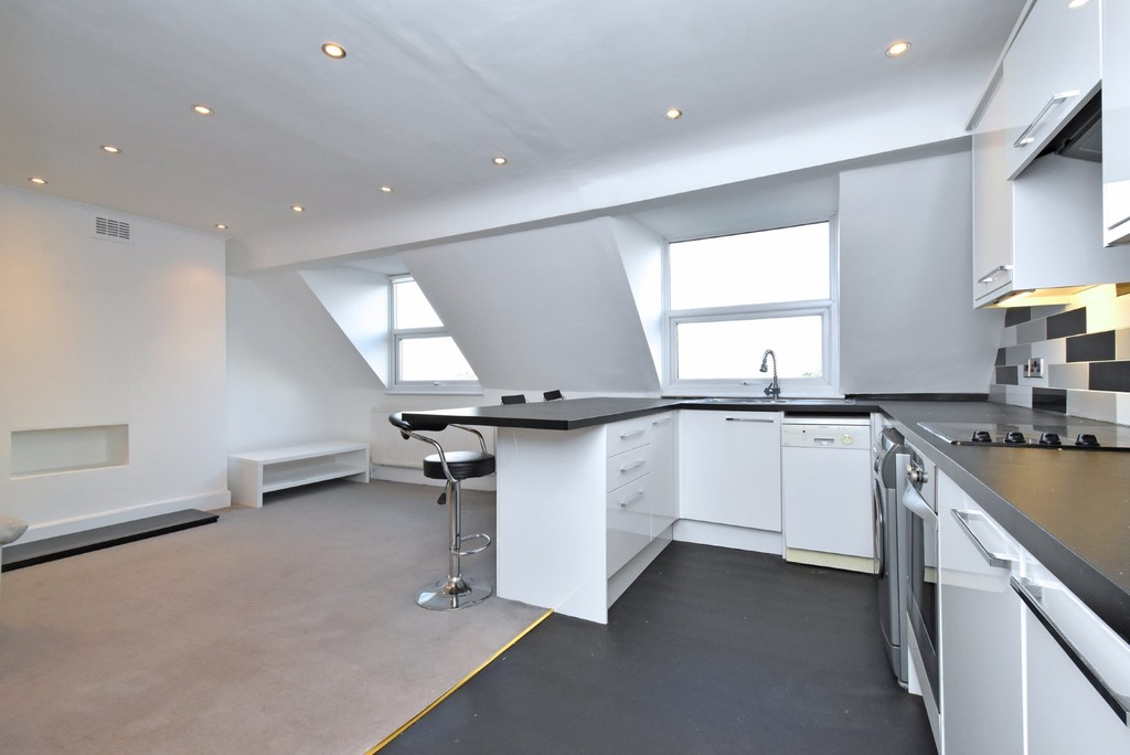 2 bed flat to rent  - Property Image 6