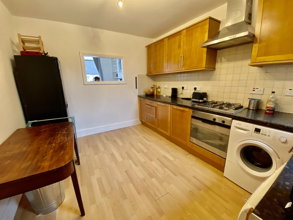 3 bed flat to rent 6