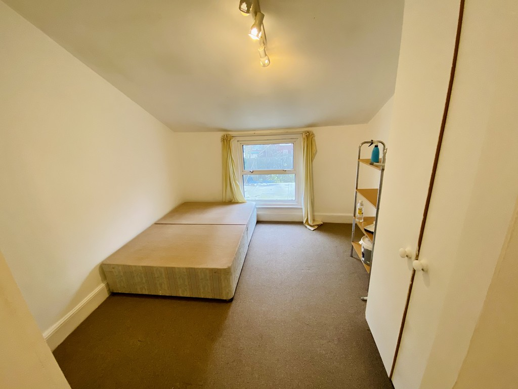 3 bed flat to rent 8