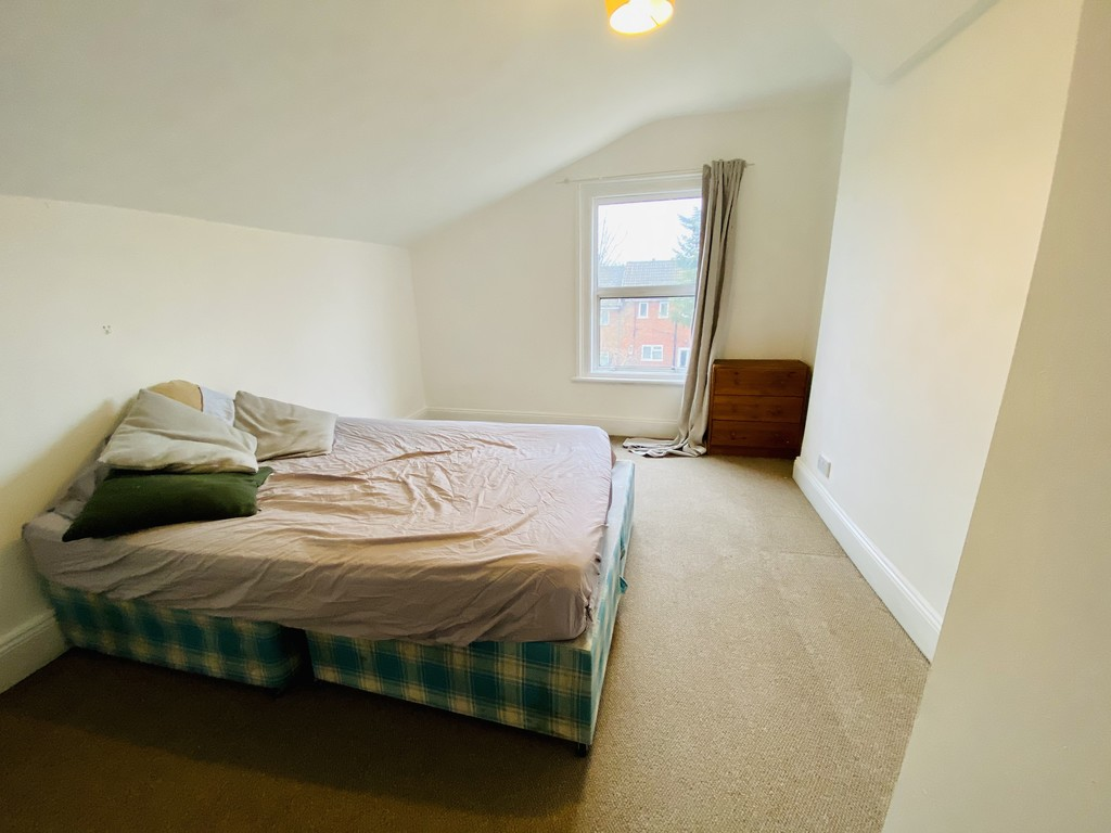 3 bed flat to rent 9