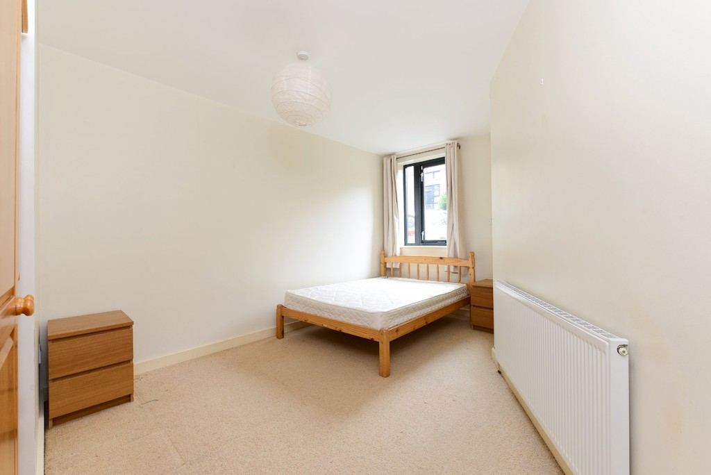 2 bed flat to rent 4