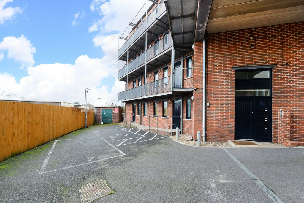 2 bed flat to rent 8