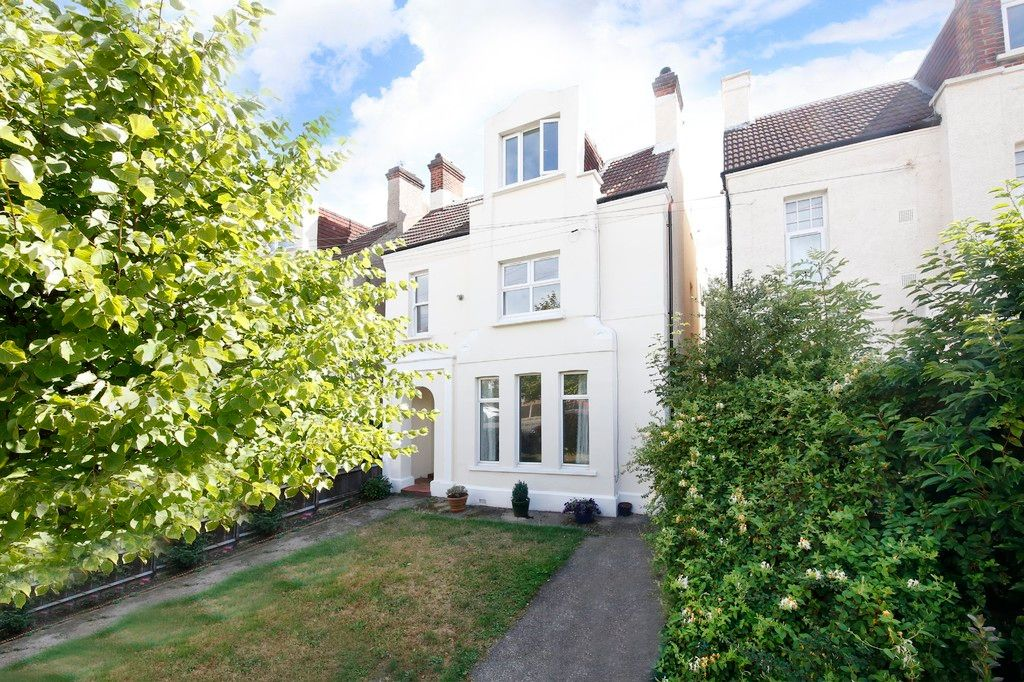 2 bed flat for sale 2