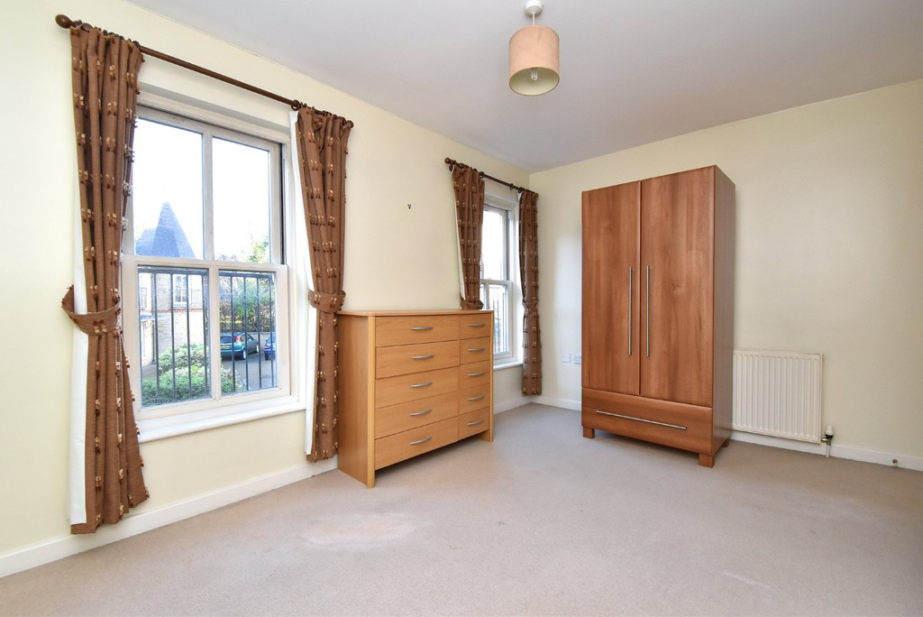 2 bed house to rent  - Property Image 3