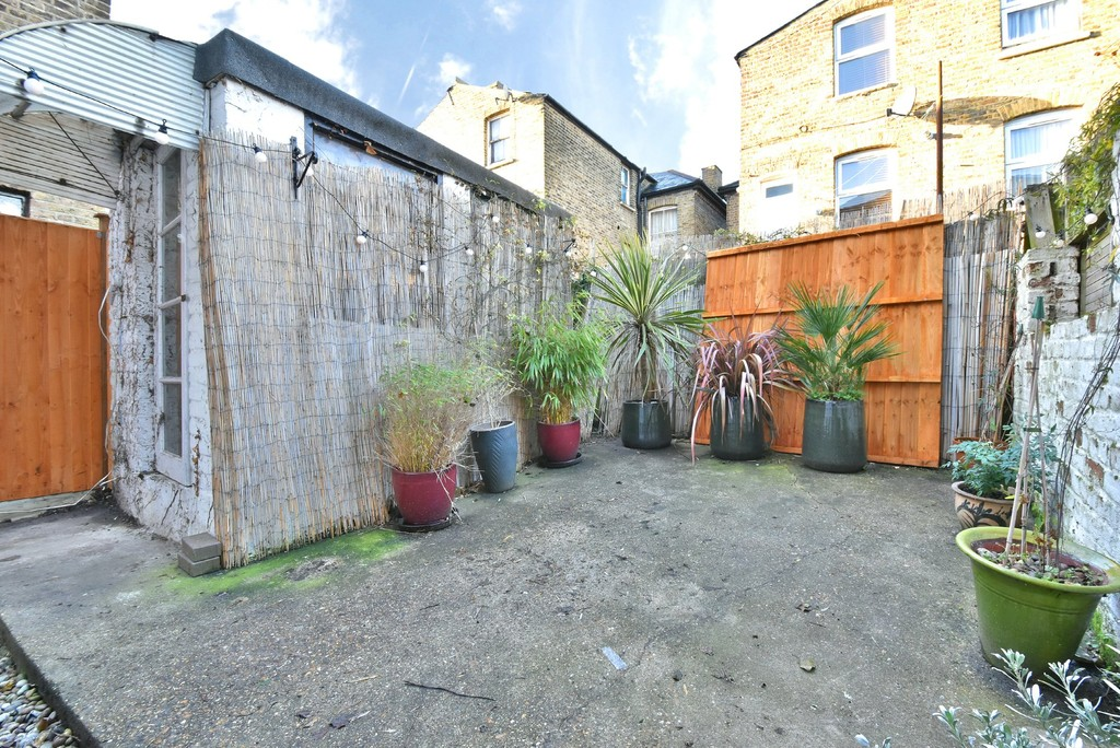 4 bed house to rent  - Property Image 12