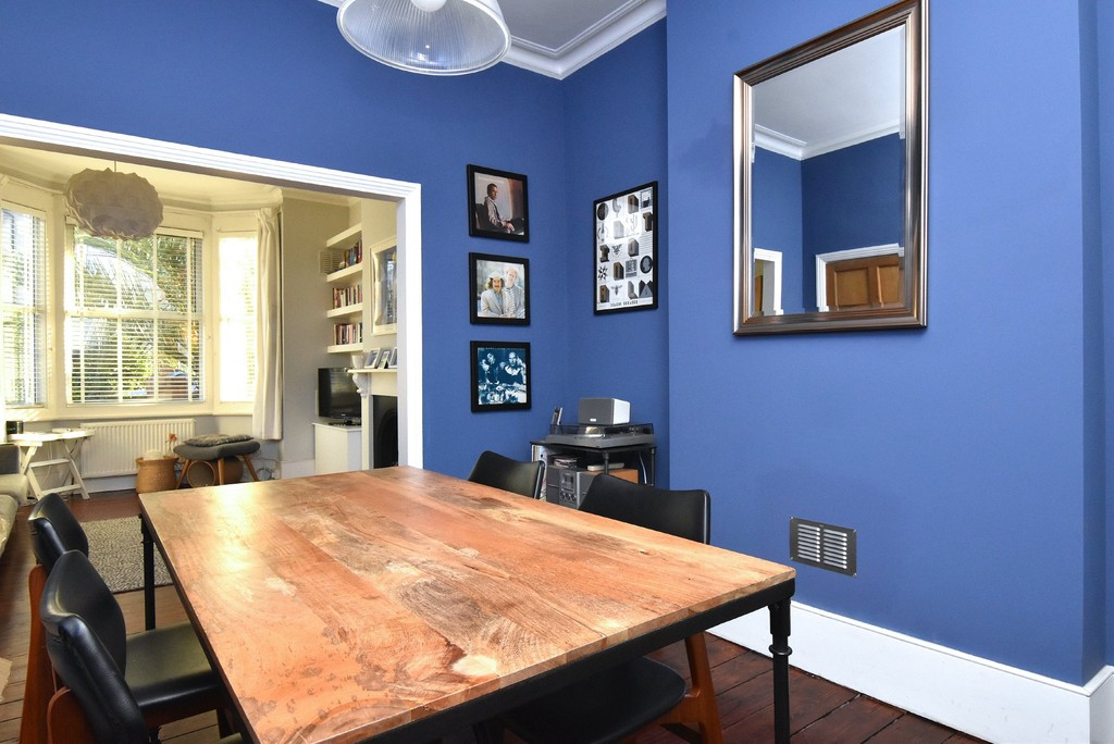 4 bed house to rent  - Property Image 5
