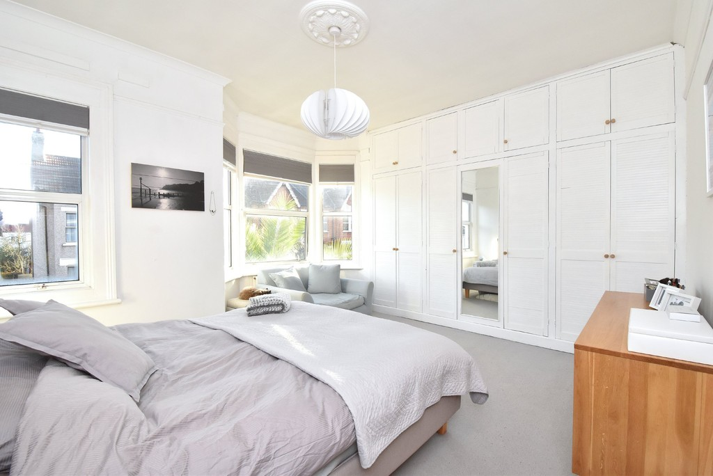 4 bed house to rent  - Property Image 6