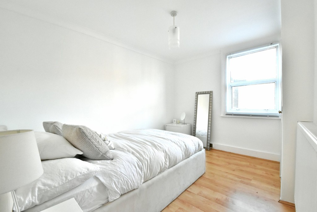 4 bed house to rent  - Property Image 8