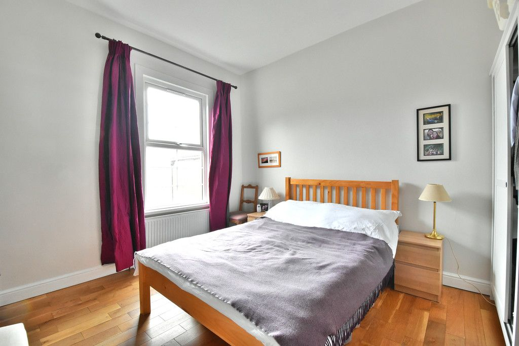 2 bed flat for sale  - Property Image 5