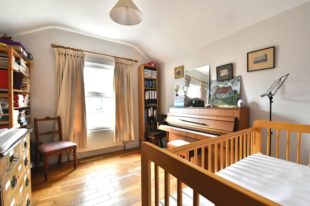 2 bed flat for sale 7