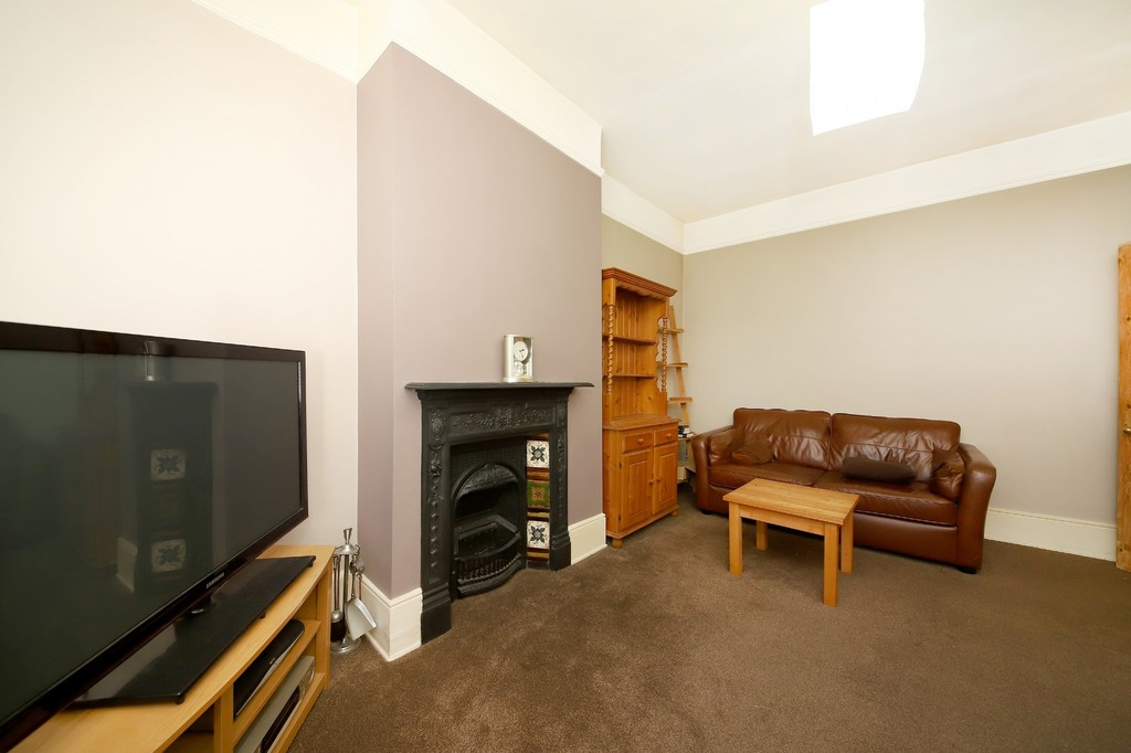 2 bed flat to rent 3
