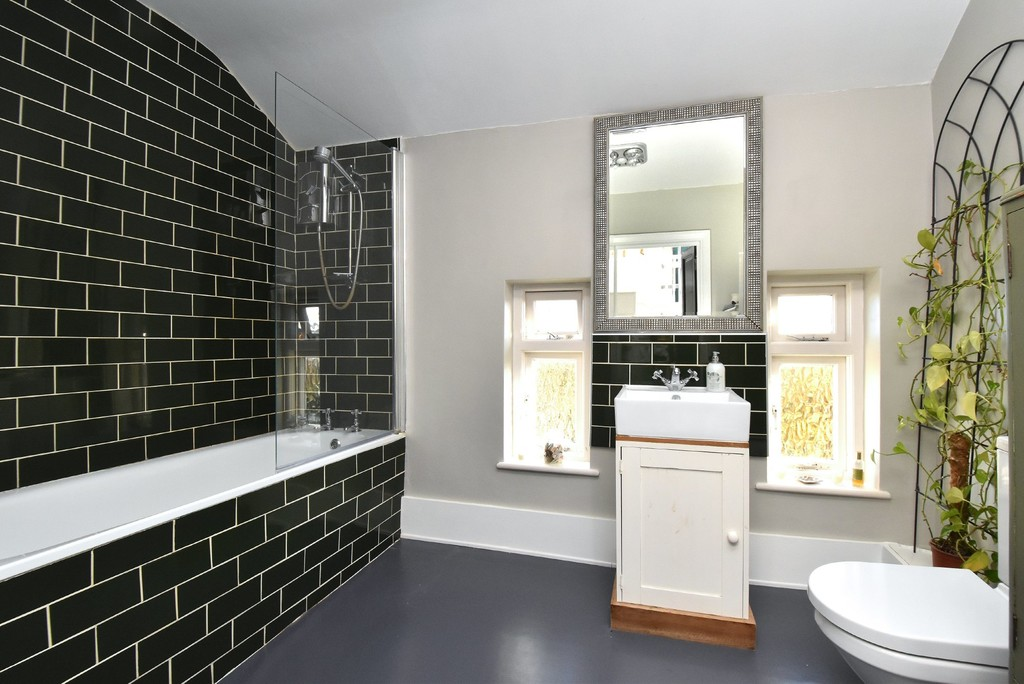 2 bed flat to rent 7