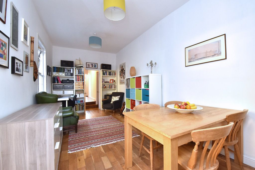 2 bed flat for sale  - Property Image 11