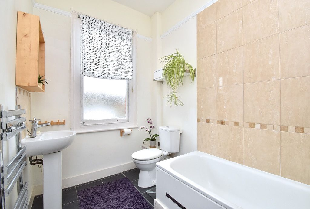 2 bed flat for sale 8
