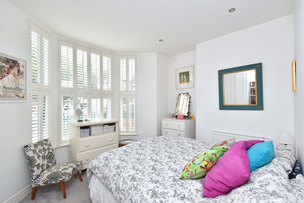 3 bed flat for sale  - Property Image 5