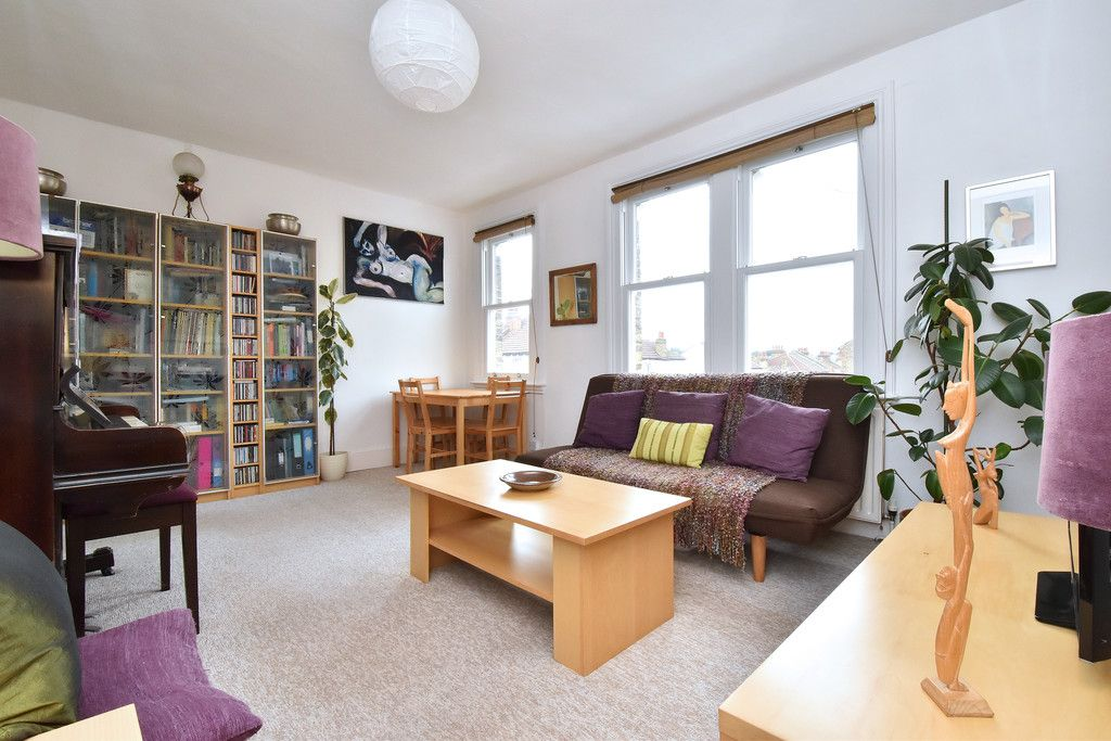 1 bed flat for sale  - Property Image 5