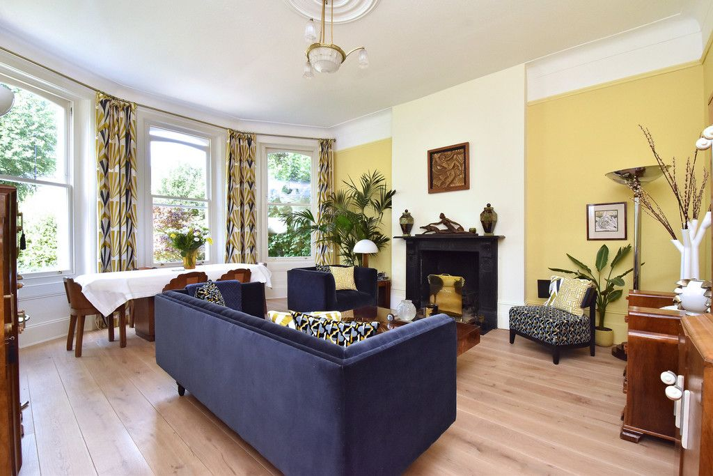 3 bed flat for sale  - Property Image 2