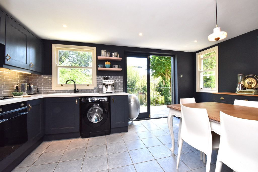 3 bed flat for sale  - Property Image 18