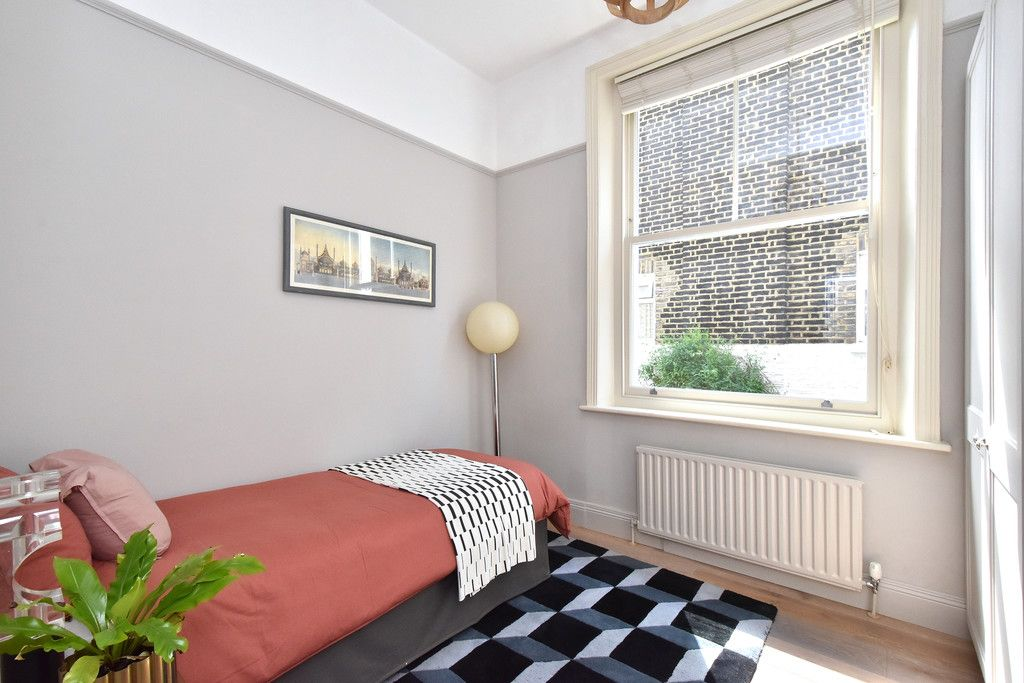 3 bed flat for sale  - Property Image 8