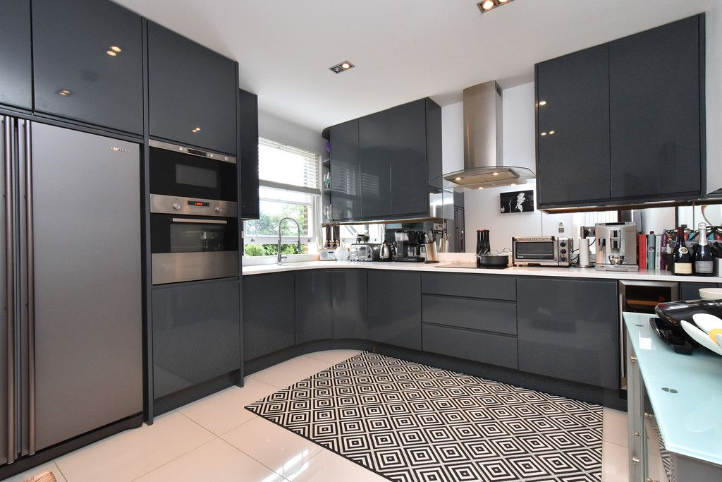 2 bed flat for sale 3