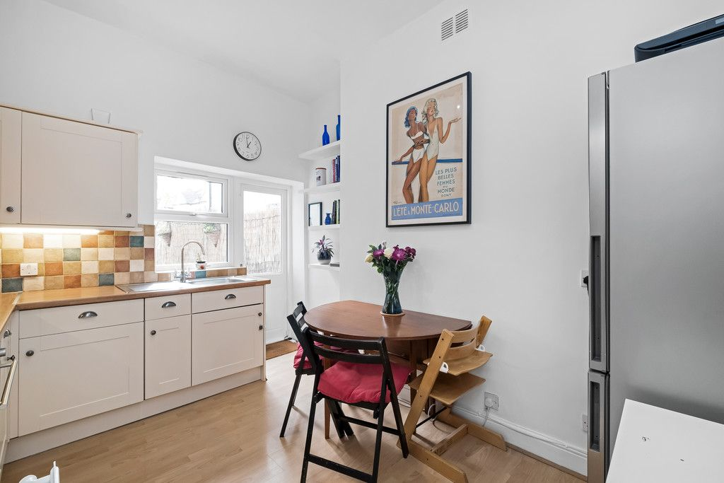 2 bed flat for sale  - Property Image 10