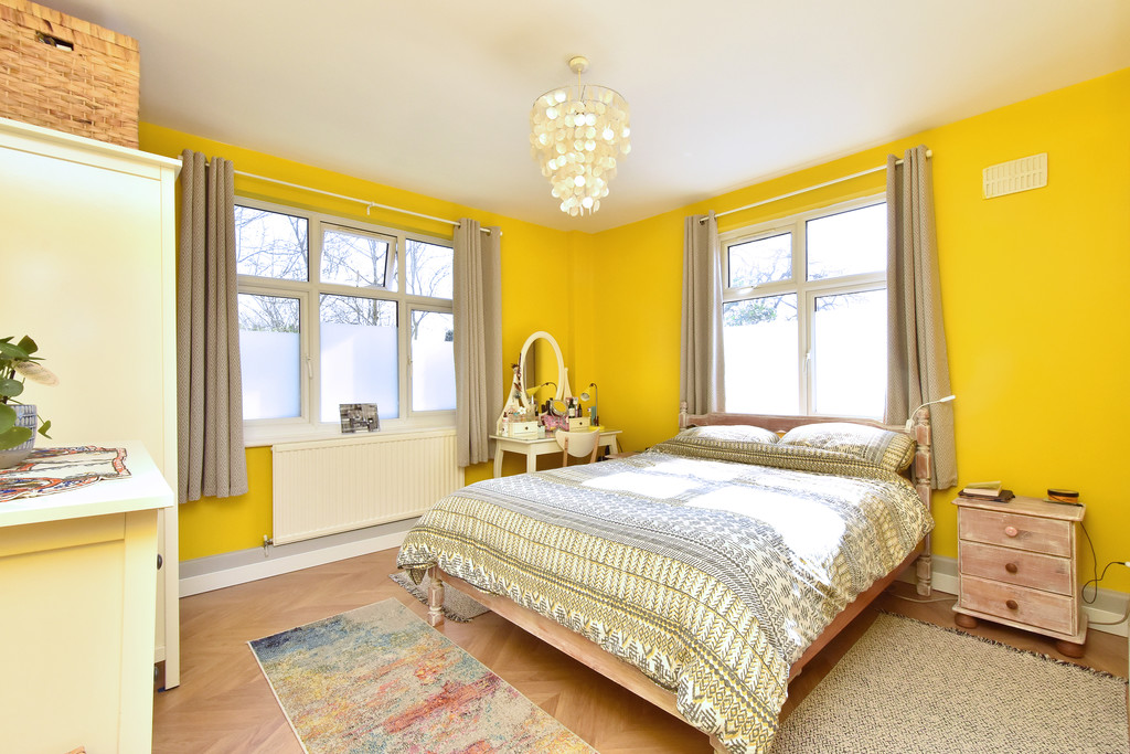 3 bed flat for sale  - Property Image 11